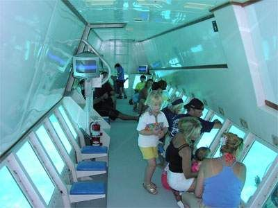 s-marin depuis depuis Charm el Cheikh Excursion en sous-marin depuis depuis Charm el Cheikh  Trop jeune pour faire de la plongée ? Equipement de plongée barbant ? Aquascope, un bateau qui ressemble à un submersible permet d'observer la vie sous-marine des récifs de Maya Bay depuis les immenses fenêtres du pont inférieur.