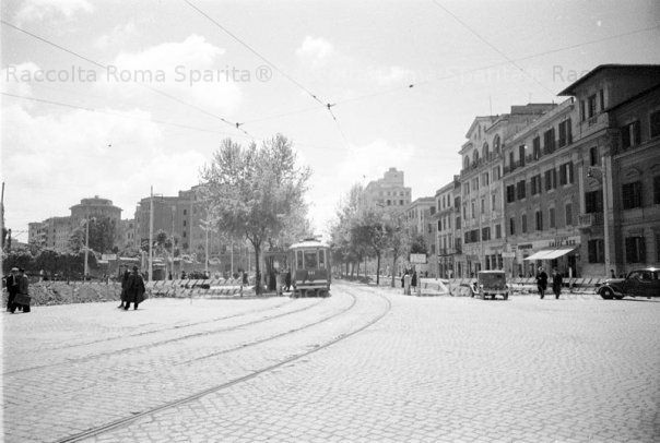 Tram sul primo tratto di Via Ostiense Anno: 1940 ca.