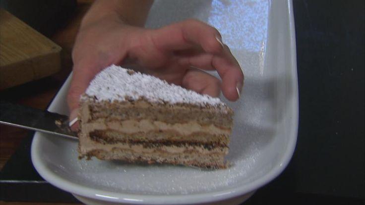 Fragilite med nødder og en skøn creme med nougat og kaffe er en skøn dessert som nok især de voksne vil elske. Lav Mette Blomsterbergs opskrift til de næste gæster.