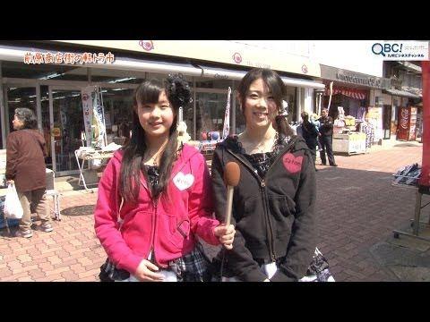 江戸時代には唐津街道の宿場町として賑わっていた前原宿。 この地で、2010年の糸島市誕生を機に始まった「唐津街道 前原宿・軽トラ市」。 前原商店街の既存のお店に加えて、この日だけは特設店舗が立ち並び、この日を楽しみに訪れるたくさんのお客さんで賑わいます。 出店は、糸島産新鮮野菜や魚介類、地元有名店のグルメやスイーツ、包丁研ぎまで様々。社会勉強の為に子どもが接客している抽選会場や店舗もあり、開催ごとに常連客が増えていくのもうなずける楽しさです。 また、いとしまPR隊Lovit's(ラビッツ)も毎回参加し、特設ステージでライブを披露。ここにも老若男女が集まり、盛り上がりをみせています。