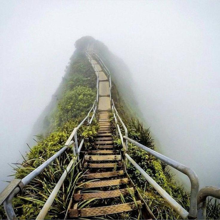 """Някога популярната """"Стълба към небето"""", Оаху, Хавай"""