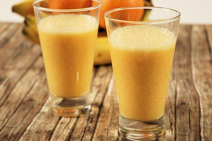 Deze appel banaan courgette smoothie heeft een lekkere zoete smaak en als je wil kun je variëren met de ingrediënten.