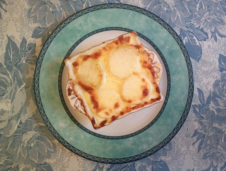 Le potatoes & cheese - Patate al formaggio american style sono un omaggio e una rivisitazione di un famoso piatto made in USA, ossia il Mac & Cheese.