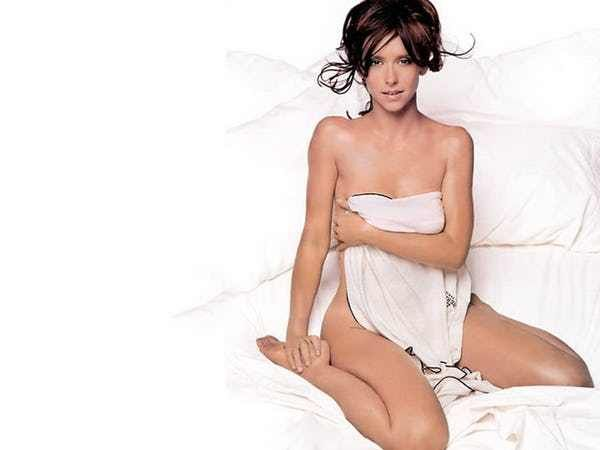 Photos of Jennifer Love Hewitt, one of the hottest girls in entertainment. Jennifer Love Hewitt started her career known only as Jennifer Love in the show Kids Incon the Disney Channel. She was also doing music at a young age. Fans will also enjoy photos of young Jennifer Love Hewitt an...