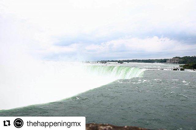 #Repost @thehappeningmx (@get_repost)  Hoy conocimos una de las maravillas naturales más impresionantes que existen: las Cataratas del Niagara.  Nuestra recomendación es que en tu próxima visita además de verlas desde el tradicional mirador canadiense (es la mejor vista) tomes el tour 'Journey Behind The Falls' en el que recorres túneles construidos hace 120 años que pasan por atrás de la cascada y salen a un mirador donde no podrás evitar ser víctima de la brisa.  . #SeeTH #TravelingTH…