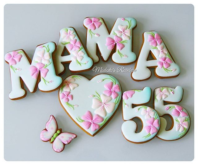 Когда маме 55 #royalicingcookies #gingerbread #decoratedcookies #cookiedecoration #sugarart #пряник #пряники #имбирноепеченье #имбирныепряники #пряникалматы #пряникиалматы #буквымр