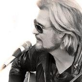 """Pop legend Daryl Hall talks about living with Lyme disease, why he is """"ticked off"""" by the local deer population and how he stays youthful at 65."""