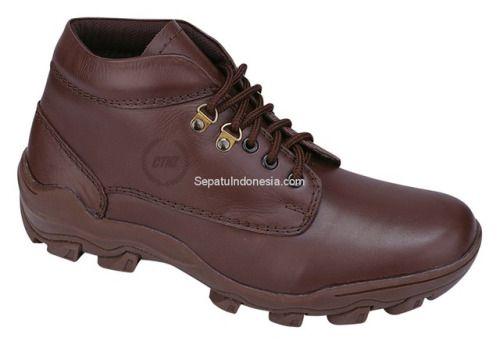 Sepatu boot CMP 165 adalah sepatu boot yang nyaman dan kuat...