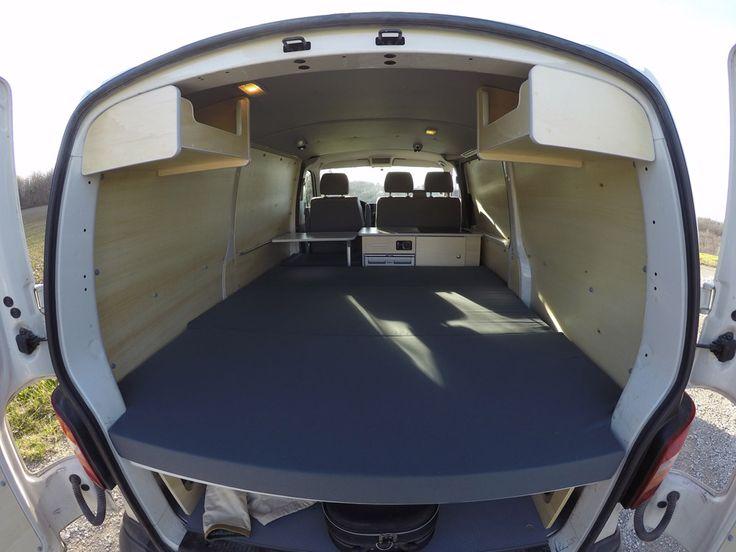 L'aménagement West possède le lit le plus spacieux. Van Mania vous propose 4 kits d'aménagement pour transformer votre fourgon en véhicule de loisir.