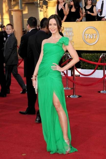 Emily Blunt chose to stand-out in a green Oscar de la Renta dress at the 2012 SAG Awards