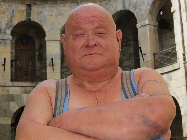 """Mort de Yves Marchesseau, alias La Boule de """"Fort Boyard"""" à l'âge de 62 ans, suite à un cancer de l'oesophage."""
