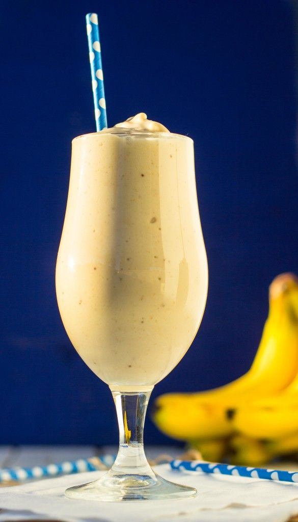 Skinny Peanut Butter & Banana Milkshakes {vegan} via @vanessbaked// #vegan #banana #milkshakes #peanut #butter