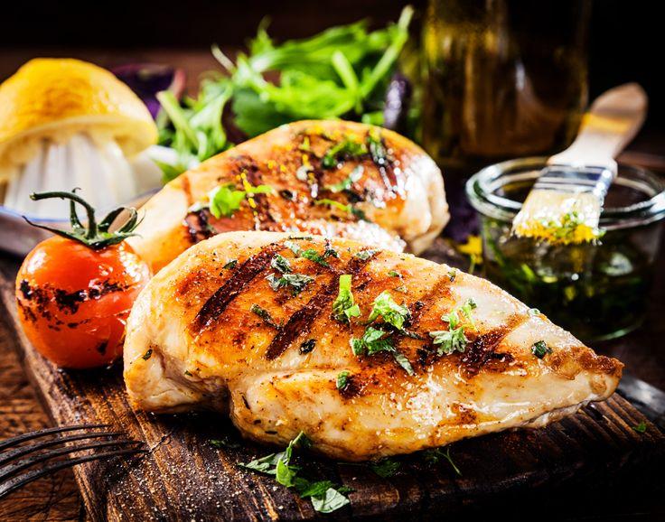 Kylling med ristede kartofler, grov tomatkompot og bagte svampe