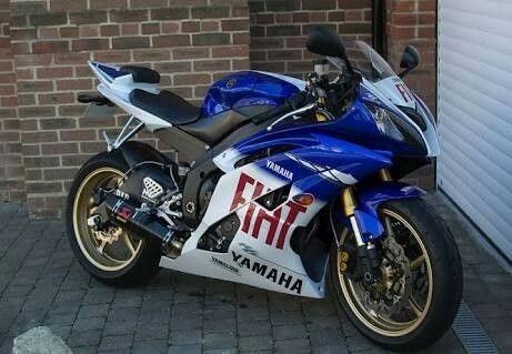 YAMAHA R6, 2009, 7831 miles, FIAT Limited edition Rossi replica No. 40 of 175, The bike was dropped