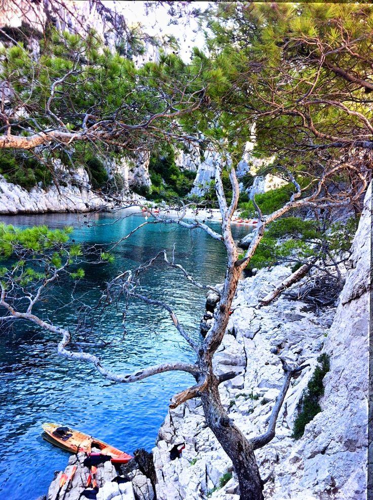 Calanque #sun #tourismepaca #seasnowsun #sea #calanques #france #tourism #tourisme #travel #voyage #rocks #water #ocean #plage #ocean #tourismpaca #pacatourisme #paca #boats #boat