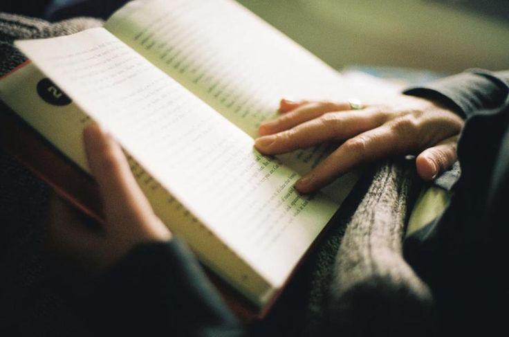 Πολλές μελέτες και πειράματα έχουν αποδείξει ότι τα βιβλία έχουν τεράστιο αντίκτυπο στο μυαλό του ανθρώπου, ενισχύοντας τη μνήμη των μυών και