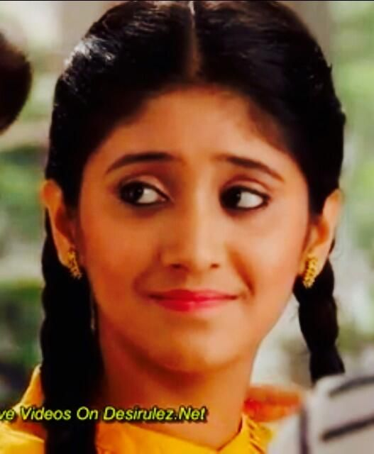 How many of you guys are happy that Aayat is now going to stay with the Abdullah's?! #RizYat @shivangijoshi10