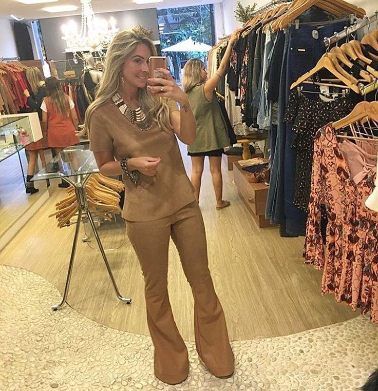 """690 curtidas, 47 comentários - Clara Fontenelle Brand (@mariaclarafontenelle) no Instagram: """"Blusa camurça que vcs podem usar dos dois lados courinho ou camurça+ calça flare camurça com a…"""""""
