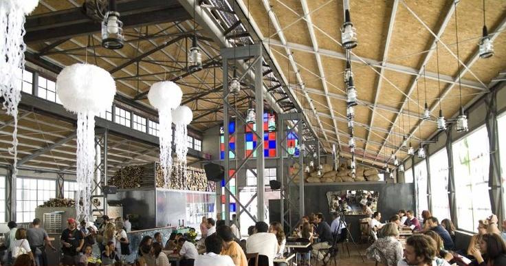 Tiyatrosu, restoranları, Enerji Müzesi ile santralistanbul Kampüsü hem şehrin hem de hayatın içinde.