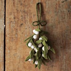 Felt mistletoeChristmas Wreaths, Westelm, Felt Mistletoe, Christmas Trees Decor, Christmas Holiday, Felt Christmas Ornaments, Christmas Decor, West Elm, Crafts