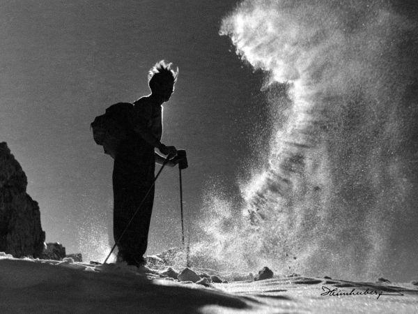 Der Winterzauber der Allgäuer Berge.  Vintage Bilder von Skifahrern…