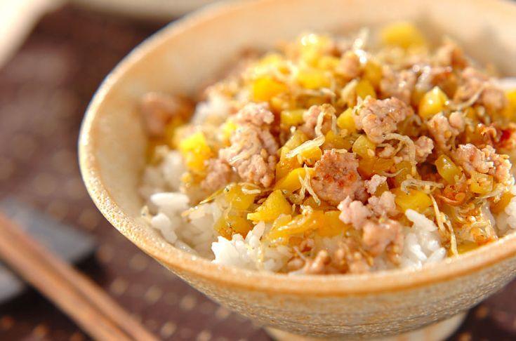 炒めたたくあんの食感がポイント。たくあんそぼろご飯[和食/ご飯もの(寿司、ご飯、どんぶり)]2009.06.29公開のレシピです。