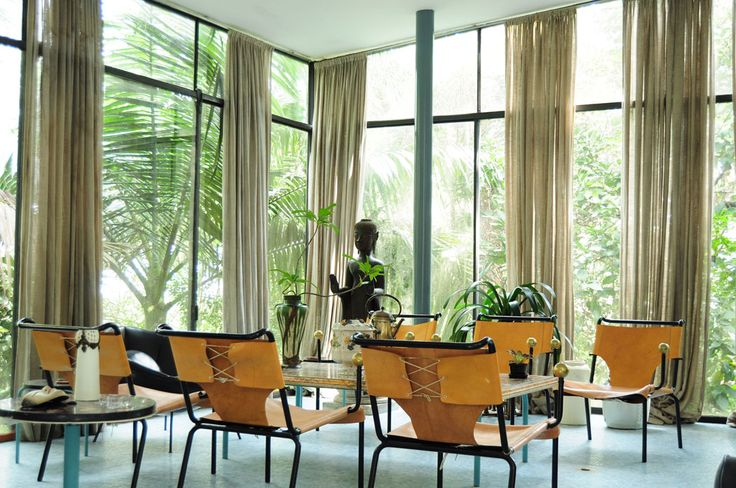 Lina Bo Bardi, Casa de Vidro   those windows are amazing!!