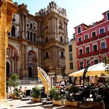 Malaga, bruisende stad bij de zee, je blijft me verrassen... In Casa Las Peñas ligt Reisgids Malaga, zodat jij hier ook op ontdekking kan (een uur rijden). Zie http://www.een.be/programmas/vlaanderen-vakantieland/citytrip-malaga-met-saartje.