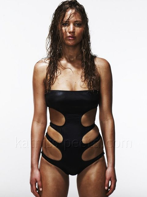 Jennifer Lawrence's unretouched photos for Esquire magazine. Really now, you can't possibly look good in that swimsuit unless you're a skeleton!!