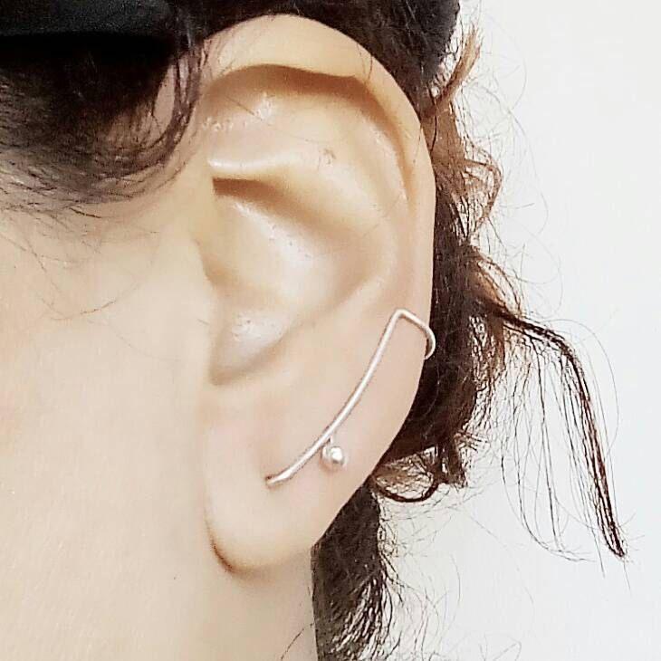Un favorito personal de mi tienda de Etsy https://www.etsy.com/mx/listing/268471743/minimalist-earrings-earclimber-earrings