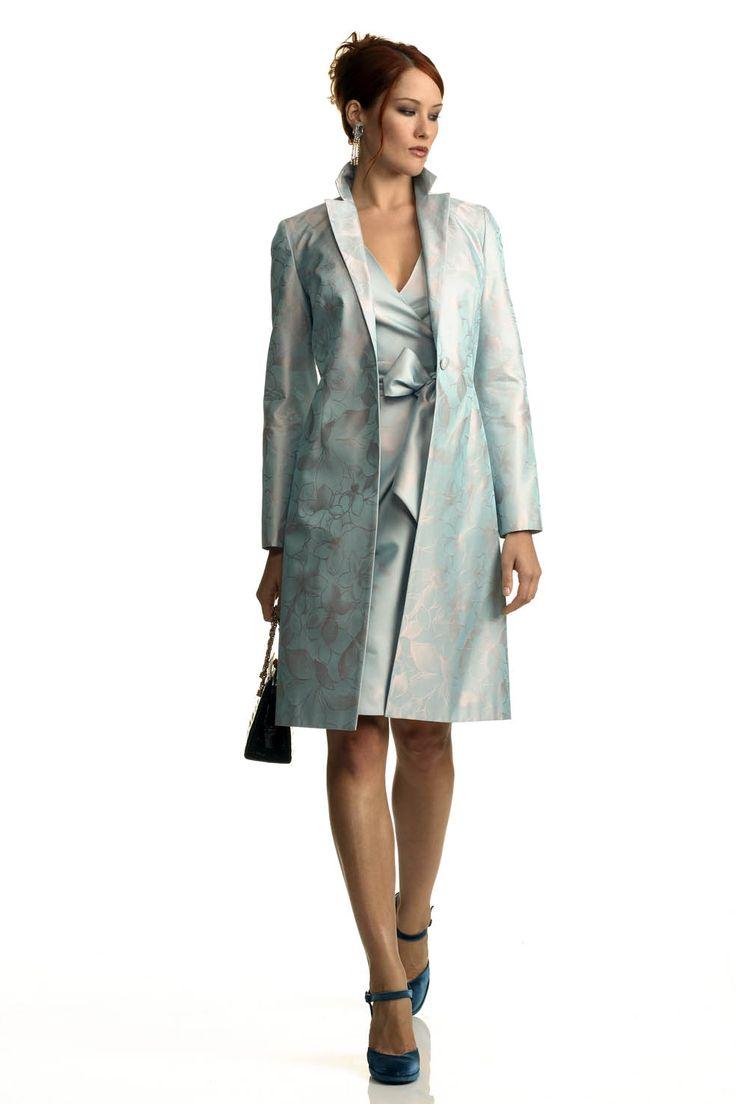 completo da cerimonia in shantung: abito a portafoglio e soprabito della linea classica