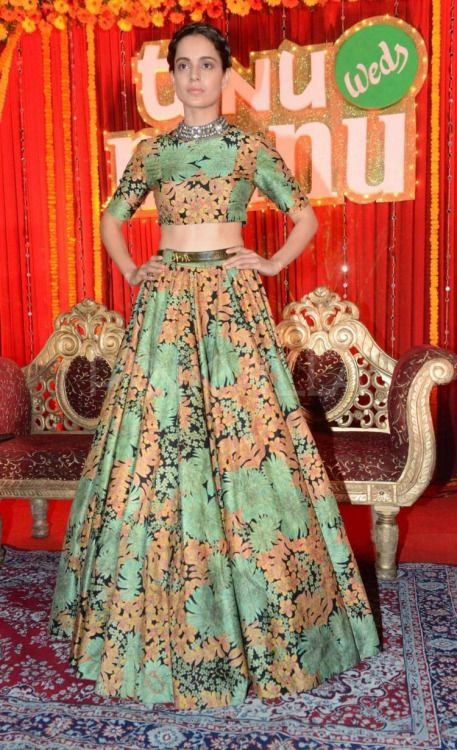 critic-corner: Kangana Ranaut at 'Tanu Weds Manu Returns' Poster Launch : Opting for a beautiful Sabyasachi dress, Kangana looked lovely. I like the fact that she wore a Amrapali choker-style necklace to accessorize. Her hairstyle and makeup is perfect. She looked great.