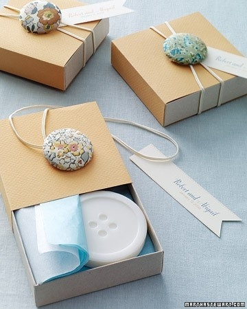 Who knew rubber bands and a cute button would dress up a gift box so well.