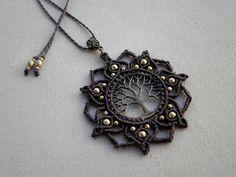 Macrame ''Tree Of Life MANDALA'' Necklace. Tribal di QuetzArt