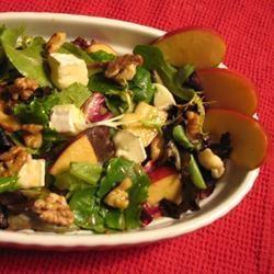salade met appel, brie en walnoot