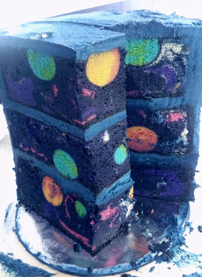 Usually, if a birthday cake is themed, it's simply decorated from the outside. Pedagiggle got a little more creative when baking a space cake for her son's birthday...