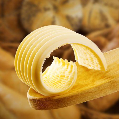 Продукт для ценителей истинной натуральности мягкого вкуса сливочного масла, сделанного вручную из настоящих сливок. Немного сливочного масла от SeasonMarket наполнит утреннюю кашу свежестью и пользой. Масло сливочное от SeasonMarket не содержит посторонних примесей. Для вашего стола — исключительно настоящий продукт. Насладитесь его истинно-сливочной сладостью!