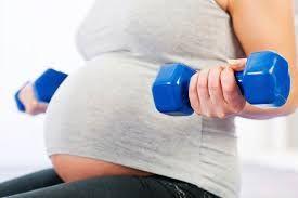 Image result for mujer embarazada levanta pesas