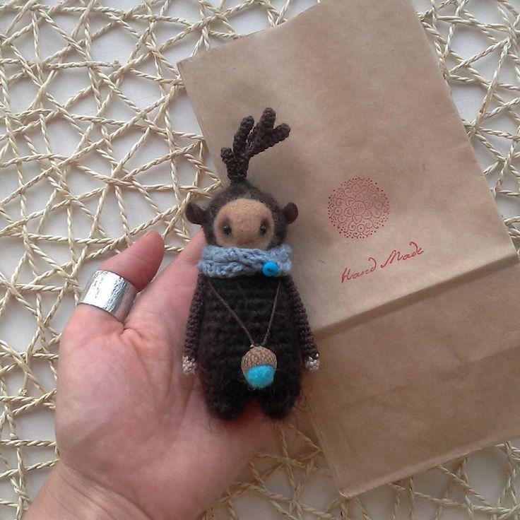 Так здорово, когда возвращение домой совпадает с отправкой малыша в новую страну. Улетает в США :-) Этой страны еще не было на моей личной карте посылок :-) ура-ура!   #любоидорого #luboidorogo #feltedtoy #felteddoll #doll #wooltoy #craft #handmadetoy #felt#felttoy #gifttoy #giftideas #weamiguru #amigurumi #кукла#doll #handmade #ручнаяработа #идеяподарка #crochet#интерьернаякукла#interior #deer#олень