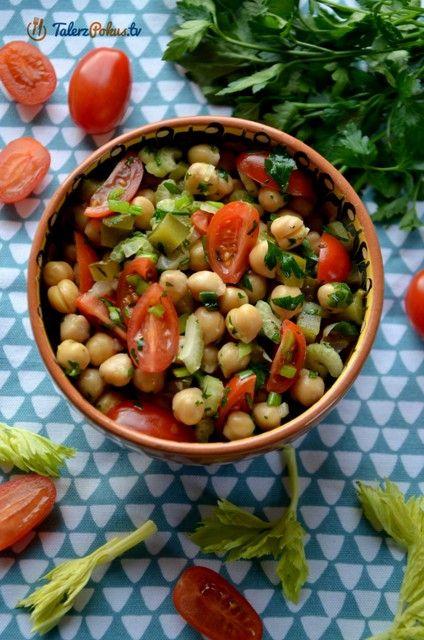 Lekka, orzeźwiająca a jednocześnie sycąca sałatka z cieciorki, pomidorków i warzyw. Taka zdrowa propozycja będzie świetna na kolację ale możecie również zabrać ją do pracy. Przygotowanie zajmuje kilkanaście minut a sałatka z...