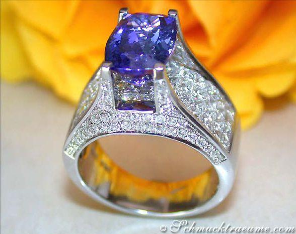 Prachtvoller Tansanit Ring mit Brillanten & Diamanten » Juwelier Schmucktraeume.com