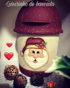 Oláaaaa genteeee lindaaaaa! Mais lindezas! Era uma vez um lixeirinho de pia encardido e velhinho.... que quase foi pro lixo. Uma lixadinha um primer umas pinceladas aqui outra ali eeeee se transformou nesse tesouro! Dá até dó de usar de tão lindo! Peça linda do meu treinamento de Natal. Comenta aí se gostou eu já disse que sua opinião vale ourooooo! Beijinhos no  #natal #decoration #madeira
