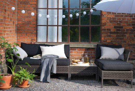 Our KUNGSHOLMEN weatherproof outdoor modular furniture made of brown plastic rattan and aluminium is maintenance-free. The black cushion covers are both water repellent and machine-washable. The glass table top is stain resistant.