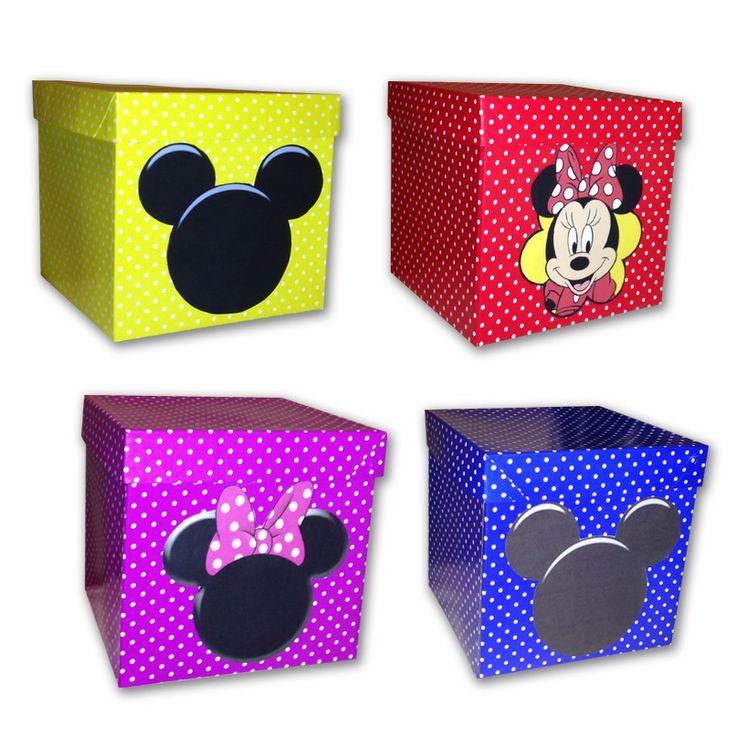 cajas de carton decoradas con el motivo de mickey y minnie