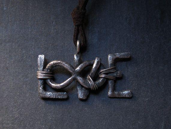 Ciondolo LOVE in argento