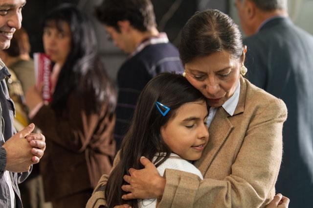 El temor y el dolor se toman a Colombia, luego de los recientes hechos terroristas en el país. Cientos de personas mueren en un avión que resultó destruido en pleno vuelo, por una bomba ordenada por el Cartel de Medellín.