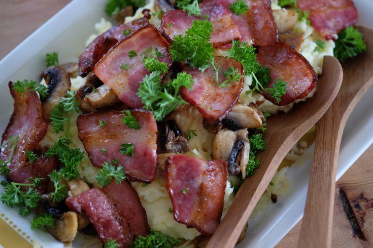 Dette var en av mine favoritter da jeg vokste opp. Mamma laget den kun med potetmos og bacon, men...