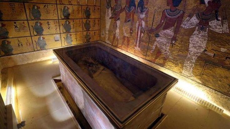 Potrebbe essere l'ultimo segreto del faraone-bambino, Tutankhamon, il più celebre della storia egiziana. È quasi certo che ci siano due camere nascoste dietro i muri della tomba del giovane principe a