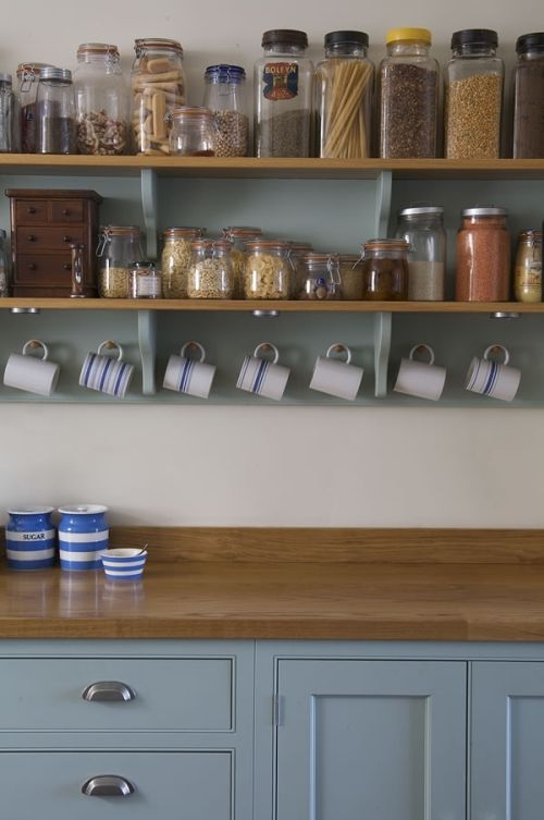 What a cute way to do exposed cabinets. Especially if you have a smallish kitchen with limited storage.