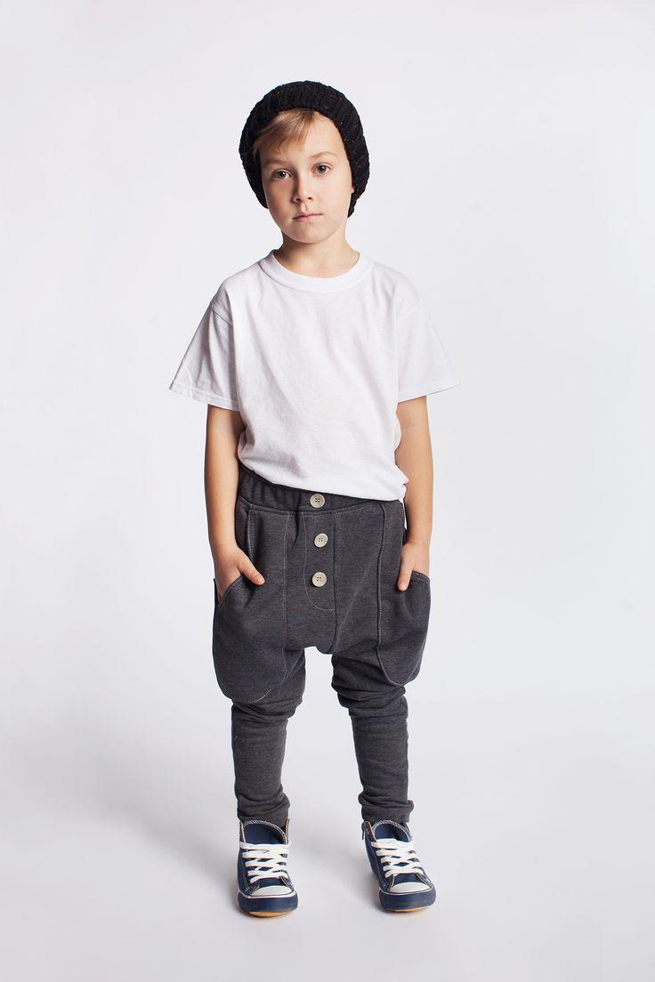Chłopięce spodnie dresowe. https://kids.showroom.pl/dziecko/49446,dodo-spodnie-chsp08